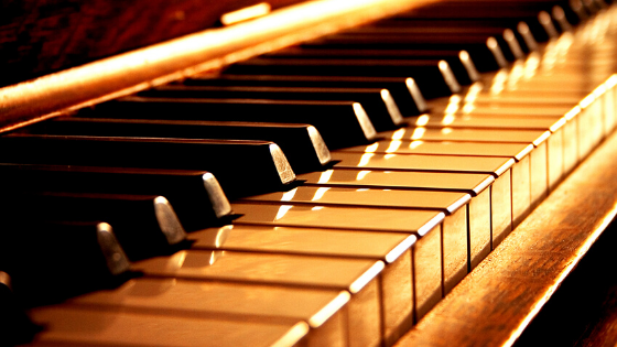 image what are the black keys on piano banner