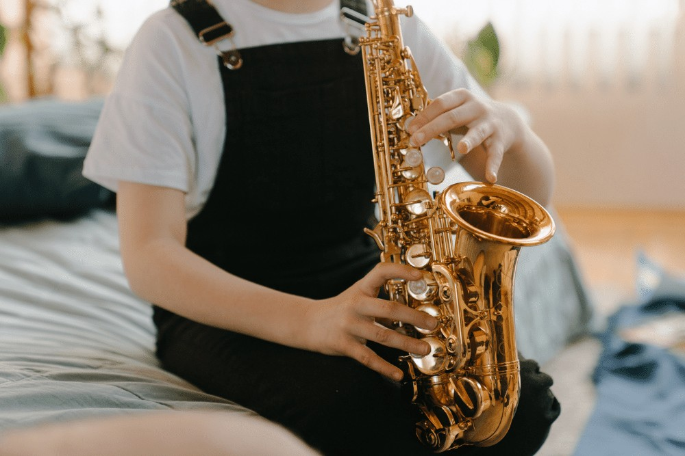 how to hold a saxophone 1
