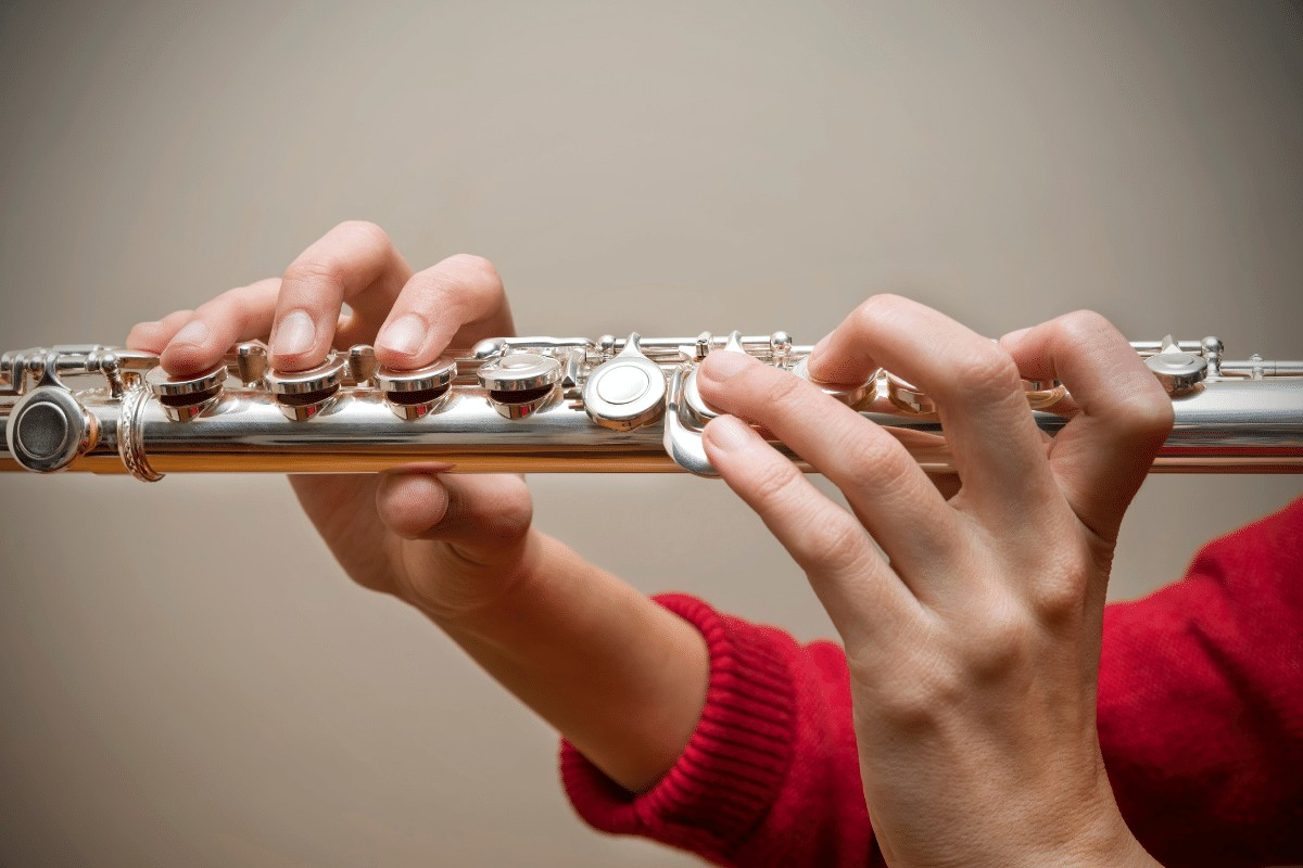 how to hold a flute 1